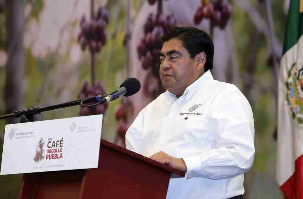 Barbosa promete más recursos al campo poblano en 2022; el café, prioritario